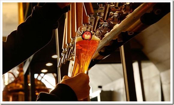 ビールサービング_960