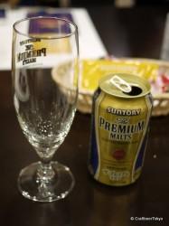 グラスとビールを用意